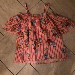 I am selling a art class girls shirt